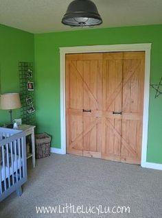 Turn your Bi-fold Doors into Barn Doors #bifolddoor #barndoor #makeover by judith