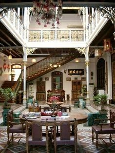 Ancient knowledge: the Baba Nyonya Heritage Museum in Malacca, Malaysia Malacca Malaysia, Marguerite Duras, Heritage Museum, Heritage Site, Malaysia Travel, Courtyard House, Indoor Courtyard, Indochine, Interior Architecture