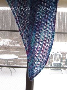 super easy shawl pattern for beginners; FREE PATTERN ♥ 3000 FREE patterns to knit ♥ http://pinterest.com/DUTCHYLADY/share-the-best-free-patterns-to-knit/