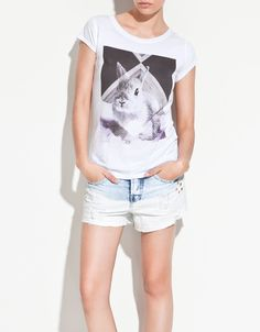 graphic tee + light denim shorts = classic awesome...