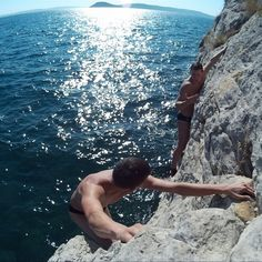 Deep water solo & cliff jumping in Split. One of the oldest DWS climbing area. Reveal the adrenaline rush while climbing the rocks above crystal clear sea.