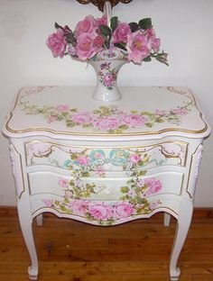 .2 drawer table with pink roses and greenery