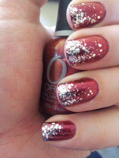 Christmas glitter manicure