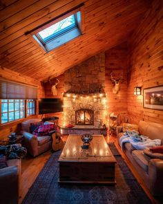 17 Modern Cozy Mountain Home Design Ideas - architecturian Cozy Cabin, Cozy House, Rustic Inn, Cabin In The Woods, Log Cabin Homes, Cabins And Cottages, Cabin Interiors, House Goals, Dream Rooms