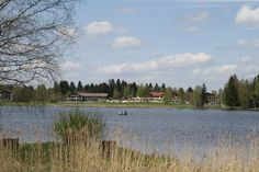 Blick über den See auf das Parkhotel, Bad Bayersoien, Ammergauer Alpen, Bayern.