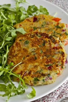 Tortillitas de tomate, perejil, cebolla roja y organo // Omelette with tomatoes, parsley, red onion and oregano Baby Food Recipes, Mexican Food Recipes, Vegetarian Recipes, Cooking Recipes, Healthy Recipes, Comidas Light, Healthy Snacks, Healthy Eating, Chilean Recipes