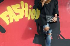 http://www.missiontostyle.nl/2014/02/my-style-i-am-fashion.html?m=1  #fashionblogger #fashion #oversized coat #destroyed jeans #vlieger en van dam bag #slip on sneakers