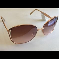 HP  Steve Madden Oversized Sunglasses Rose Gold New with tags. ✨Save $$$ when bundling with other items. NO TRADE Steve Madden Accessories Sunglasses