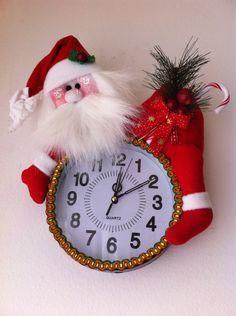 fun to make seasonable Xmas Crafts, Christmas Projects, Decor Crafts, Diy And Crafts, Christmas Clock, Christmas In July, All Things Christmas, Felt Christmas Decorations, Christmas Ornaments