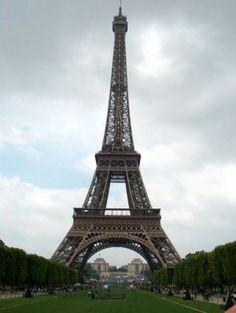 Top Ten Things To See in Paris, France. #bucketlist http://momalwaysfindsout.com/2013/07/ten-things-to-see-in-paris/