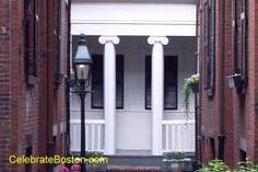 Scarlett O'Hara House illusion on Beacon Hill