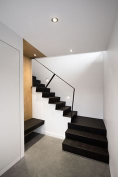 Lately, the staircase is a component of inside design of nice significance. The interior staircase continues to be fastidiously chosen to swimsuit the form of the room, the wants and the security n… Black Staircase, Interior Staircase, Staircase Design, Staircase Metal, Villa Design, House Design, Sideboard Design, Architecture Design, Escalier Design