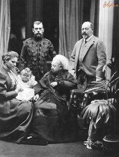 Император Николай II с семьёй в гостях у королевы Виктории, 1896 г.