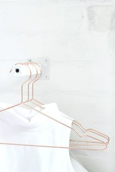 copper + white--Make it Copenhagen, Hay hanger Copper Hangers, Wire Hangers, Copper Accessories, Home Accessories, Design Hotel, Bracelet Friendship, Organizar Closet, Deco Rose, Less Is More