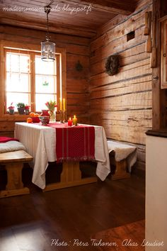 Swedish Christmas, Scandinavian Christmas, Scandinavian Design, Dining Area, Kitchen Dining, Colorado Cabins, Cabins And Cottages, Log Cabins, Nordic Living