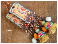 Boucles d'oreille bohème,hippie**psychedelic trip**Motif coloré sur bois patiné,soie jaune,goutte orange et bleu vintage,cristal et jaspe : Boucles d'oreille par rare-et-sens