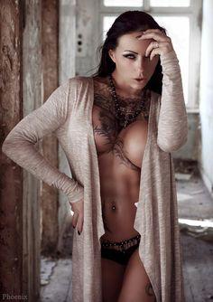 Tattoo models weiblich nackt