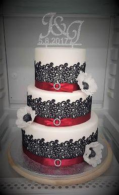 Purppurahelmi: Valkoinen kakku mustalla pitsillä ja ripauksella p... Desserts, Food, Tailgate Desserts, Deserts, Meals, Dessert, Yemek, Eten, Food Deserts