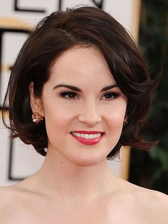 Cute Short Bobs and Hairstyles - Oval face Michelle Dockery Hair Cuts Oval Face, Short Hair Cuts, Short Hair Styles, Face Shape Hairstyles, Curly Bob Hairstyles, Cool Hairstyles, Bob Haircuts, Bob Haircut For Round Face, Oval Face Haircuts Short