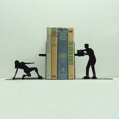 """Porta-livros """"ataque da serra elétrica"""" $40"""