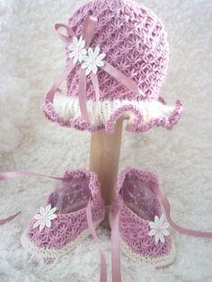 Knitting Pattern Hat & Shoes set Venice