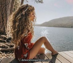 Curly hairstyles 697213586043494657 - Most Gorgeous Natural Long Curly Hairstyles for Lady Girls – Page 40 of 67 – Diaror Diary ⓿➏➊➎-⓿➑ Source by diarordiary Curly Hair Designs, Curly Hair Styles, Natural Hair Styles, Natural Curls, Hairstyles With Bangs, Pretty Hairstyles, Easy Hairstyles, Girl Hairstyles, Curly Hairstyles For Long Hair