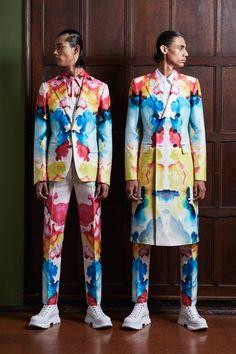 Alexander McQueen Spring 2020 Menswear Fashion Show Collection: See the complete Alexander McQueen Spring 2020 Menswear collection. Look 9 Dope Fashion, Colorful Fashion, Fashion 2020, Mens Fashion, Swag Fashion, Fashion Clothes, Streetwear Mode, Streetwear Fashion, Fashion Prints