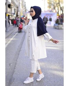 125 best hijab styles for short height girls to look tall – page 1 Stylish Hijab, Modest Fashion Hijab, Street Hijab Fashion, Casual Hijab Outfit, Hijab Chic, Hijab Dress, Muslim Fashion, Fashion Outfits, Teen Outfits