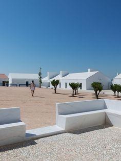 Torre+de+Palma+Wine+Hotel+/+João+Mendes+Ribeiro Gyönyörű minimalista portugál ház.