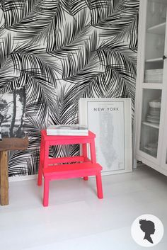Removable wallpaper, such a cool idea and an easy way to spruce up your space without any permanent changes! #furniturehunters Jungle Leaves Pattern Peel and Stick Removable Wallpaper Z036