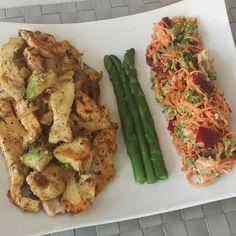 Dinner : Lamelles de poulet ail oignons avec 1/2 avocatSalade de brocolis carottes râpées et betteravesQuelques asperges  #fitfam#fitspo#eatclean#weightcontrol#fit#fitfood#fitrecip#foodpics#gymfood#lifestyle#motivation#lowcarb#paleo#instafit#shredded#instafood#cooking#healthycook#healthylifestyle#fitfrenchie#régimeuse#fitmodel#eatclean#macros#picsfood by gregstas90