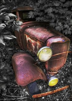 Photo Gallery: Abandoned Cars and Trucks: Vintage Trucks, Old Trucks, Antique Trucks, Old Ford Pickups, Jorge Martinez, Pompe A Essence, Abandoned Cars, Abandoned Places, Abandoned Vehicles