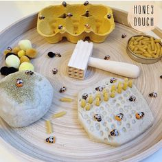 🍯🐝 Honey flavoured playdough with a pinch of gold sparkles! (Just add 2 spoons of runny honey to normal cooked recipe) 🐝🍯 Bee Activities, Nursery Activities, Science Activities For Kids, Spring Activities, Montessori Activities, Preschool Activities, Family Activities, Minibeasts Eyfs, Montessori Trays