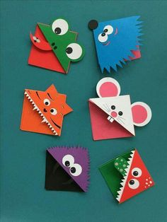 Easy Owl Origami Bookmarks - learn how to make origami bookmark owls. Adorable Paper Owl Bookmarks based on the traditional easy Origami Bookmark Corner pattern! Creative Bookmarks, Corner Bookmarks, Bookmarks Kids, Paper Bookmarks, Handmade Bookmarks, Diy Marque Page, Marque Page Origami, Design Origami, Craft Ideas