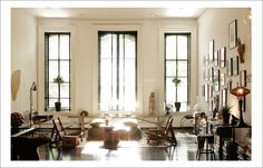 Getting an old house with big windows like in this room. Style Loft, Cafe Style, Modern Loft, Floor To Ceiling Windows, Deco Design, Design Trends, Best Interior Design, French Interior, Home Fashion