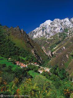 San Esteban de Cuñaba #PeñamelleraBaja #Asturias #ParaísoNatural…