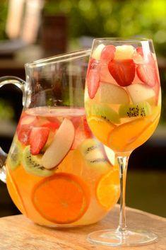 Diet Drinks, Bar Drinks, Cocktail Drinks, Alcoholic Drinks, Cocktails, Drinks Alcohol Recipes, Water Recipes, Healthy Snacks, Healthy Recipes