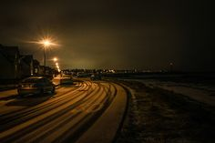 Last Monday was our 2nd snowy day here in Reykjavik this winter season. I went out with my camera around 17:30 to capture some afternoon snowy shots from Sörlaskjól street in the western part of Reykjavik.