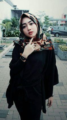 M's media content and analytics Beautiful Arab Women, Beautiful Hijab Girl, Muslim Girls, Muslim Women, Girl Hijab, Ootd Hijab, Hijab Fashion, Girl Fashion, Womens Fashion
