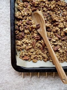 DIY Joululahjat osa 1: Piparkakkugranola — Feel Good Kitchen Christmas Treats, Christmas Diy, Sweet Little Things, Vegan Baking, Food Gifts, Cool Kitchens, Food Inspiration, Food Porn, Food And Drink