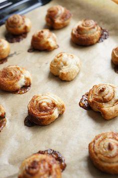 Knapperige kaneel koekjes, nodig: deeg, kaneel.