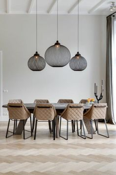 salle a manger, sol en parquet chene massif clair pas cher dining room, solid oak flooring light clear cheap Room Interior Design, Dining Room Design, Dining Room Table, Design Room, Luxury Interior, Oak Parquet Flooring, Dining Room Lighting, Table Lighting, Lighting Ideas