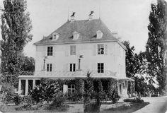 """Schloss Arenenberg mit einem Teil der """"grossen Terrasse"""" von Süden (Photographie M.Wucherer, um 1860)."""