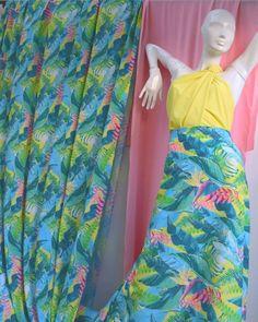 En @bellatela.co somos el mejor aliado👊 para todas tus creaciones ✂ Tenemos esta hermosa tela: Prada sublimada a tan solo $16.900 el metro! Visitanos y encuentra la tela que buscas a un precio justo!  #modafeminina  #modamujer  #moda2020  #moda  #telas #sublimaciondigital  #sublimaciontextil  #diseños  #tendencias2020  #tendenciamoda  #colores Waist Skirt, High Waisted Skirt, Textiles, Tie Dye Skirt, Prada, Instagram, Skirts, Fashion, Women's Work Fashion