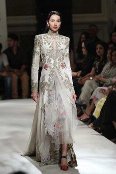 Anamika Khanna at India Couture Week 2016 Indian Wedding Outfits, Indian Outfits, Indian Clothes, Wedding Dress, Indian Attire, Indian Wear, Indian Style, India Fashion, Asian Fashion