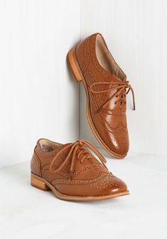 Talking Picture Flat in Rich Caramel. And now for your feature presentation - these chestnut wingtips! #brown #modcloth