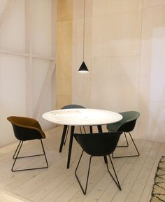 Arper Design Fair I Gher table + Duna 02 chair by lievore altherr molina