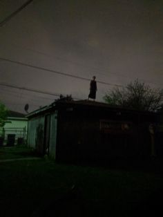 A friend went for a walk the other night and saw this woman just standing on a roof : creepy Creepy Images, Creepy Pictures, Creepy Art, Scary, Arte Horror, Horror Art, Images Terrifiantes, Art Sinistre, Fear Of The Dark