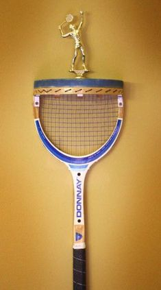 tennis racket display shelf