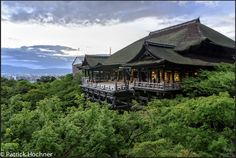 KYOTO: (SIGHT) KIYOMIZU-DERA - If you see just one thing in Kyoto it should be the stunning Kiyomizu temple, up in the hills overlooking the city. There are also great little shops in the atmospheric surrounding streets. Kiyomizu Temple, Travel Icon, Visit Japan, Kyoto Japan, Packing Tips For Travel, Spain Travel, Countries Of The World, Australia Travel, Travel